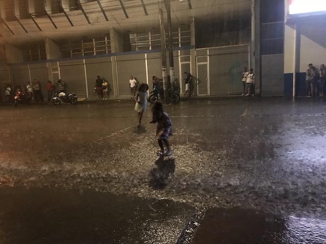 dance in the downpour Límon